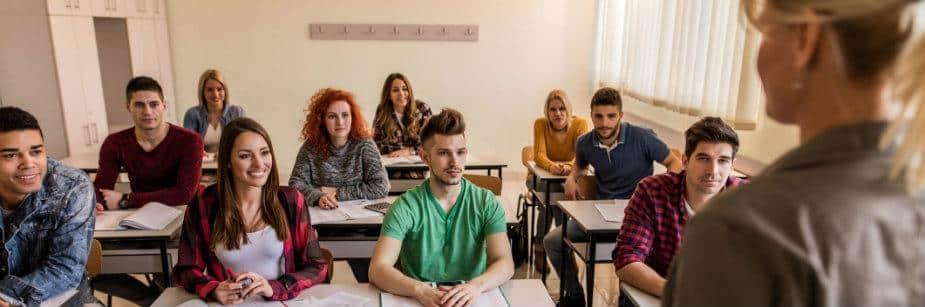alunos numa escola imagem de sala de aula